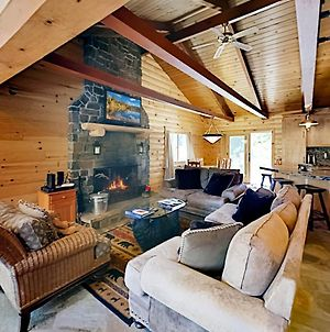 Gorgeous Cabin - Private Hot Tub - Walk To Skiing Cabin photos Exterior