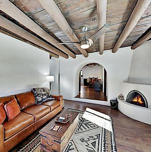 Pueblo Revival Home - Kiva Fireplace - Near Plaza Home photos Exterior
