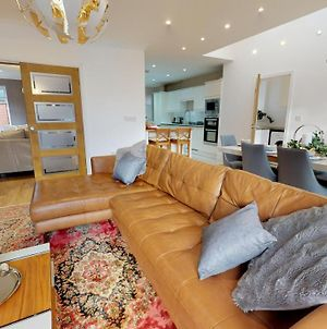 Luxurious 5 Bedroom Family House By Srk Serviced Accommodation Peterborough photos Exterior