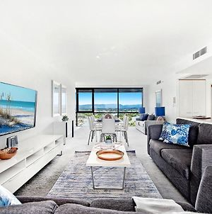 3 Bedroom Executive Apartment In The Heart Of Surfers With Full Ocean Views - Sleeps 9 - Circle On Cavill Amazing!! photos Exterior