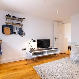 Cute, Cosy And Central - Modern One Bedroom Apt photos Exterior
