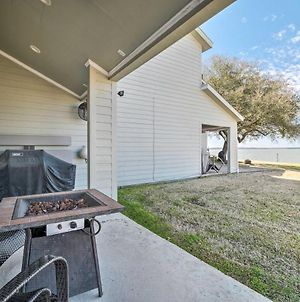 Airy Lake Livingston Townhome With Shared Pool! photos Exterior