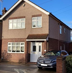 Large Detached House With Off Street Parking, Key And Essential Workers Only photos Exterior