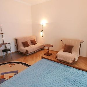 1 Bedroom Apartment In Great Location - 1010 photos Exterior
