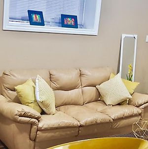 3 Beds/ 1 Bath Suite By 2 Shopping Centres, Costco, Best Buy photos Exterior