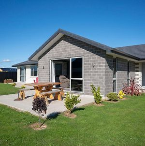 Relax On Rodeo - Te Anau Holiday Home photos Exterior