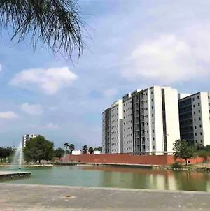 Smart Apt For 5 In A Private Complex, Centrico En Mty, Artificial Lake photos Exterior