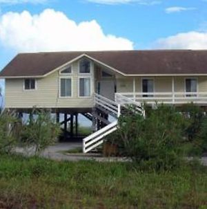 This 3 Bedroom, 2 Bath Home, Sleeps 6 Has Everything You Need For Your Vacation! photos Exterior