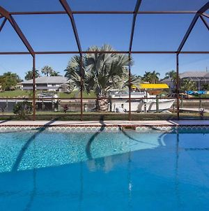 Gorgeous Waterfront Property Close To Everything You Need In Sunny Swfl photos Exterior