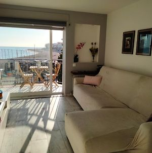 Beachfront Apartment With Private Parking photos Exterior