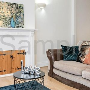 Two Double Bedroom Semi Detached House In Romford photos Exterior