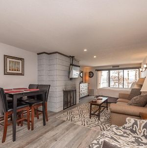 205A - Lakefront Efficiency Condo, Expansive Lake Views, Fireplace, Free Wifi! photos Exterior