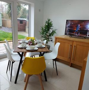 Newly Refurbished, Centrally Located 4 Bedroom House In Ashford photos Exterior