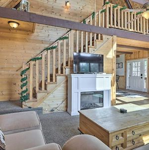 Pet-Friendly Duck Creek Village Cabin With Fire Pit! photos Exterior