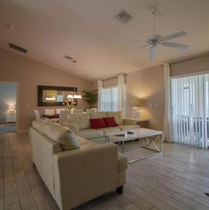 Stunning Modern 3 Bed 2 Bath Pool Home With Jacuzzi Only 9 Miles From Disney photos Exterior