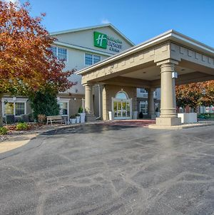 Holiday Inn Express Hotel & Suites Oshkosh - State Route 41, An Ihg Hotel photos Exterior