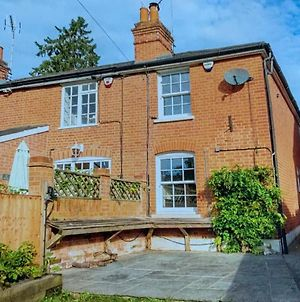 Stunning 2 Bedroom Cottage With Garden Office photos Exterior