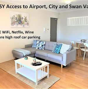 Great Value Close To Airport And Shops Free Wifi Netflix Wine photos Exterior