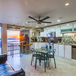 60Ft Of Ocean Front, 2 Levels, Ac, 3 Townhomes photos Exterior