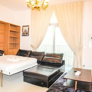 Signature Holiday Homes - Fully Furnished Studio In Glamz, Al Furjan photos Exterior