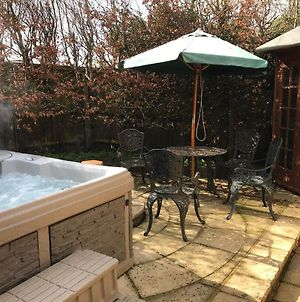 2-Bed Cottage Hook Norton With Outside Jacuzzi photos Exterior