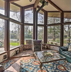 Serene Riverfront Escape With Hot Tub And Views! photos Exterior