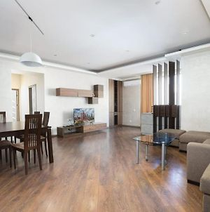 Stylish And Modern 2 Bedrooms Apartment, New Building, Center, Yerevan photos Exterior