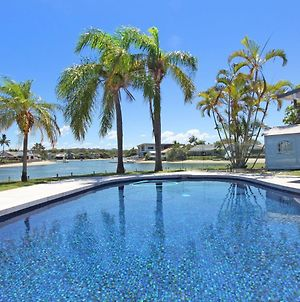 Coorumbong 27 - Five Bedroom Home On Canal With Pool, Wifi, Aircon! photos Exterior