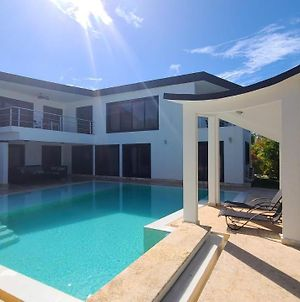 Modern & Private 4 Bedroom Villa With Infinity Pool photos Exterior