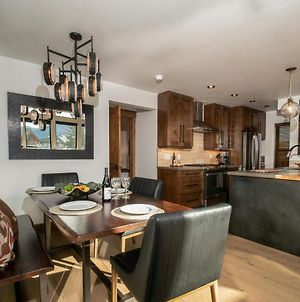 Chic Retreat Great Location, Indoor And Outdoor Fireplace, Jacuzzi, Steps To Lake Estes, Sleeps 8 photos Exterior