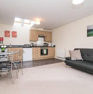 Lovely Two Bed House With Free Parking photos Exterior