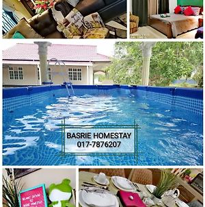 Basrie Homestay Bandar University Pagoh 2 - Private Pool photos Exterior