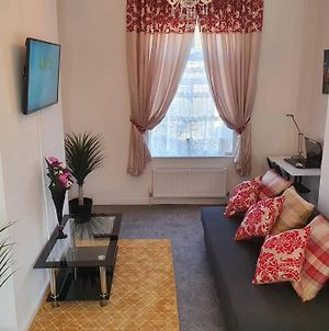Beautiful Premium Luxury Suite With King Bed , Wifi & Parking photos Exterior