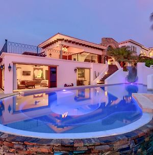 Exclusive Beachfront Villa With Full Staff, Spa, & Pool photos Exterior