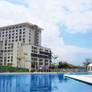 Staycation Condo Resort Near Airport With Fast Wifi photos Exterior