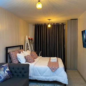 Amazing Cosy Studio Near Airport With Rooftop View photos Exterior