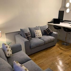 Stylish And Immaculate 2-Bed Apartment In Leigh photos Exterior