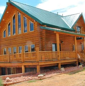 Red Rock Ranch Log Cabin: Large, Fully Furnished photos Exterior