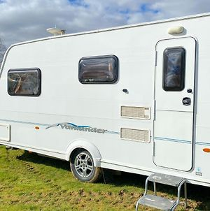 Stayzo Countryside Caravan With View - Free Wi-Fi In The Chiltern Hills photos Exterior