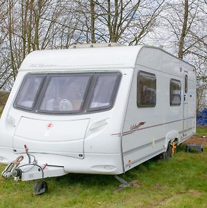 Stayzo Modern Caravan On A Family Friendly Site - With Free Wi-Fi In The Chiltern Hills photos Exterior
