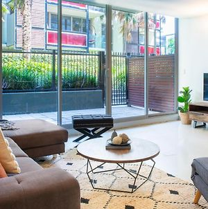 Stylish Port Melbourne Pad - Stylish, Practical Apartment Near Beach With Outdoor Terrace, Gym And Pool! photos Exterior