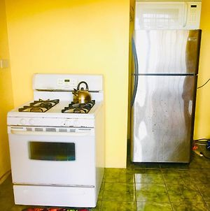 Caroles Nice One Bedroom Apartment With Private Ensuite Bathroom photos Exterior