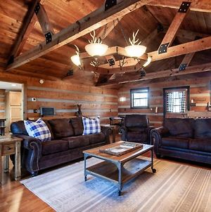 Little Pigeon Cabin - A Cozy Getaway With Hot Tub photos Exterior