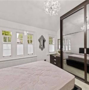 Highgate Decorated 2 Bedroom House With Garden photos Exterior