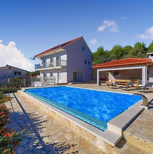 Stunning Home In Seget Vranjica W/ Outdoor Swimming Pool, Jacuzzi And 4 Bedrooms photos Exterior