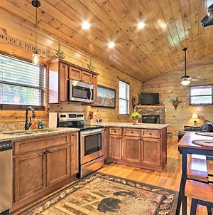Luxe, Cozy Cabin With Hot Tub And Pool Near Town! photos Exterior