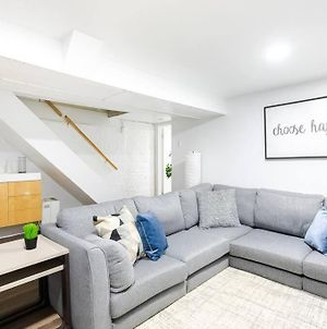 Cute And Cozy Lower Level Apartment In Queen West photos Exterior