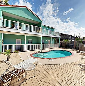 Sunny Condo With Pool And 2 Balconies photos Room