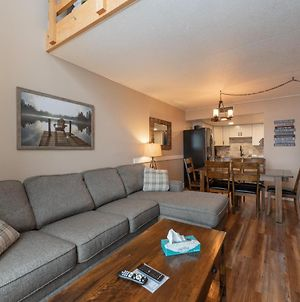 503F - Lakefront 3 Level Condo With 3 Bedrooms, 2 Baths, Recently Renovated! photos Exterior