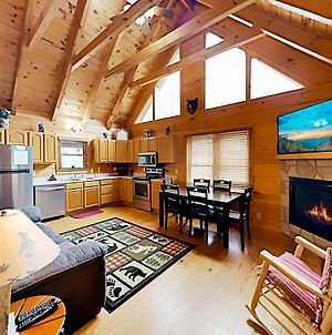 All-Suite Cabin Retreat - Hot Tub, Game Room, Deck Cabin photos Exterior